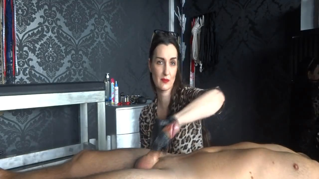 Just A Great Handjob - Milked By Lady Victoria Valente - LADY VICTORIA VALENTE - HD/720p/MP4