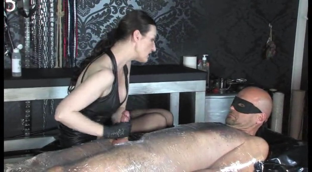 Long And Intense Handjob In Cling Foil Bondage Part 1 - LADY VICTORIA VALENTE - SD/576p/MP4