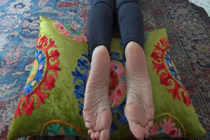 Sexy Feet Barefoot Footfetish - LADY VICTORIA VALENTE - SD/480p/MP4