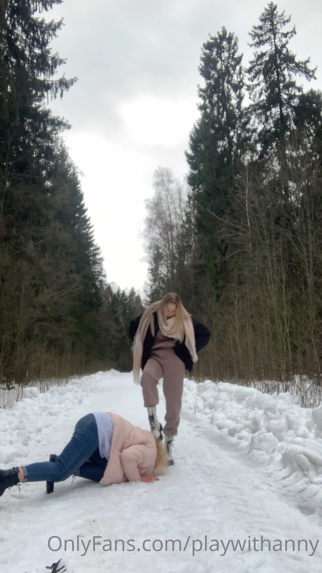 Goddess Anny In Scene: First She Kisses The Snow On Which I Walk, And Then My Shoes - PLAY WITH ANNY - FULL HD/1920p/MP4