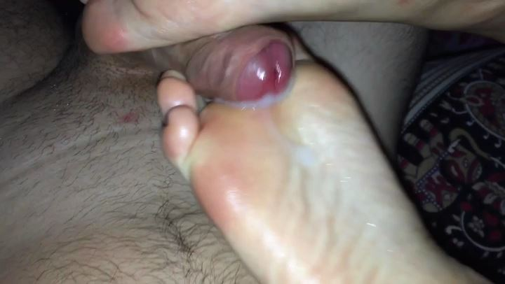 Priscila Young In Scene: DELICIOUS SOFT AND TENDER OILY SOLEJOB - LITTLE TOES PLAY - PINK SOLES - HUGE CUM OVER SOLE - CUM PLAY - PRISCILA-YOUNG-FOOTJOBS - SD/406p/MP4